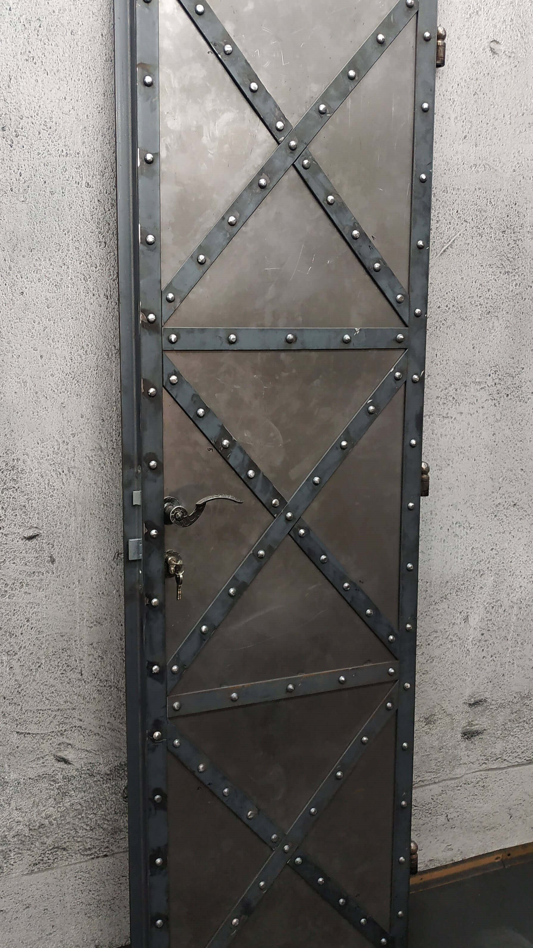 Kovové dvere, Kované dvere, Industriálne dvere, Väzenské dvere, Filmové dvere, Industrial Door Metal Door Forged Doors Old Door Prison Door Film Doors Metalrustic Rustic Door Metalltüren geschmiedete Türen Industrietor