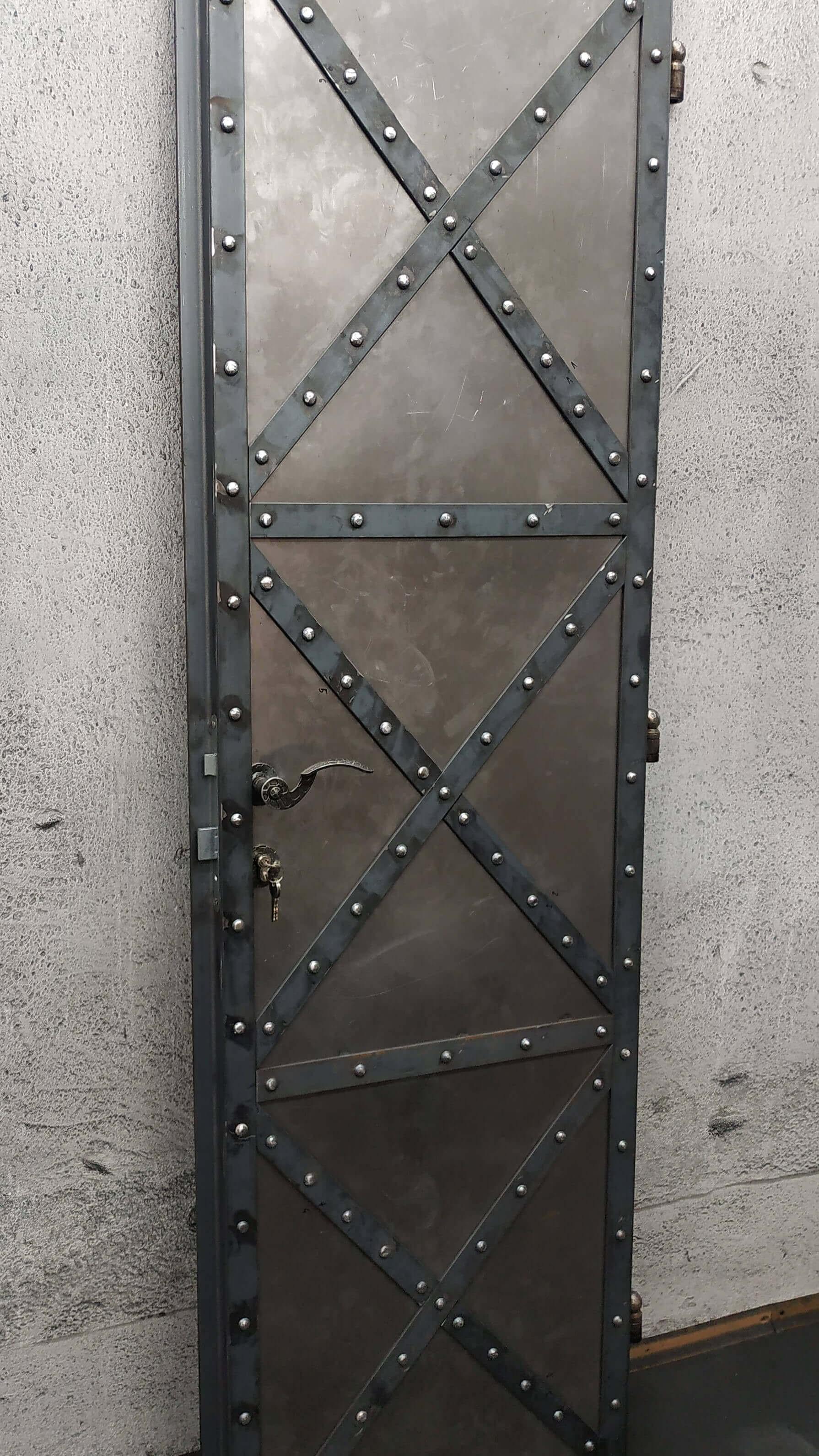 Kovové dvere, Kované dvere, Industriálne dvere, Väzenské dvere, Filmové dvere, Industrial Door Metal Door Forged Doors Old Door Prison Door Film Doors Metalrustic Rustic Door Metalltüren geschmiedete Türen Industrietor