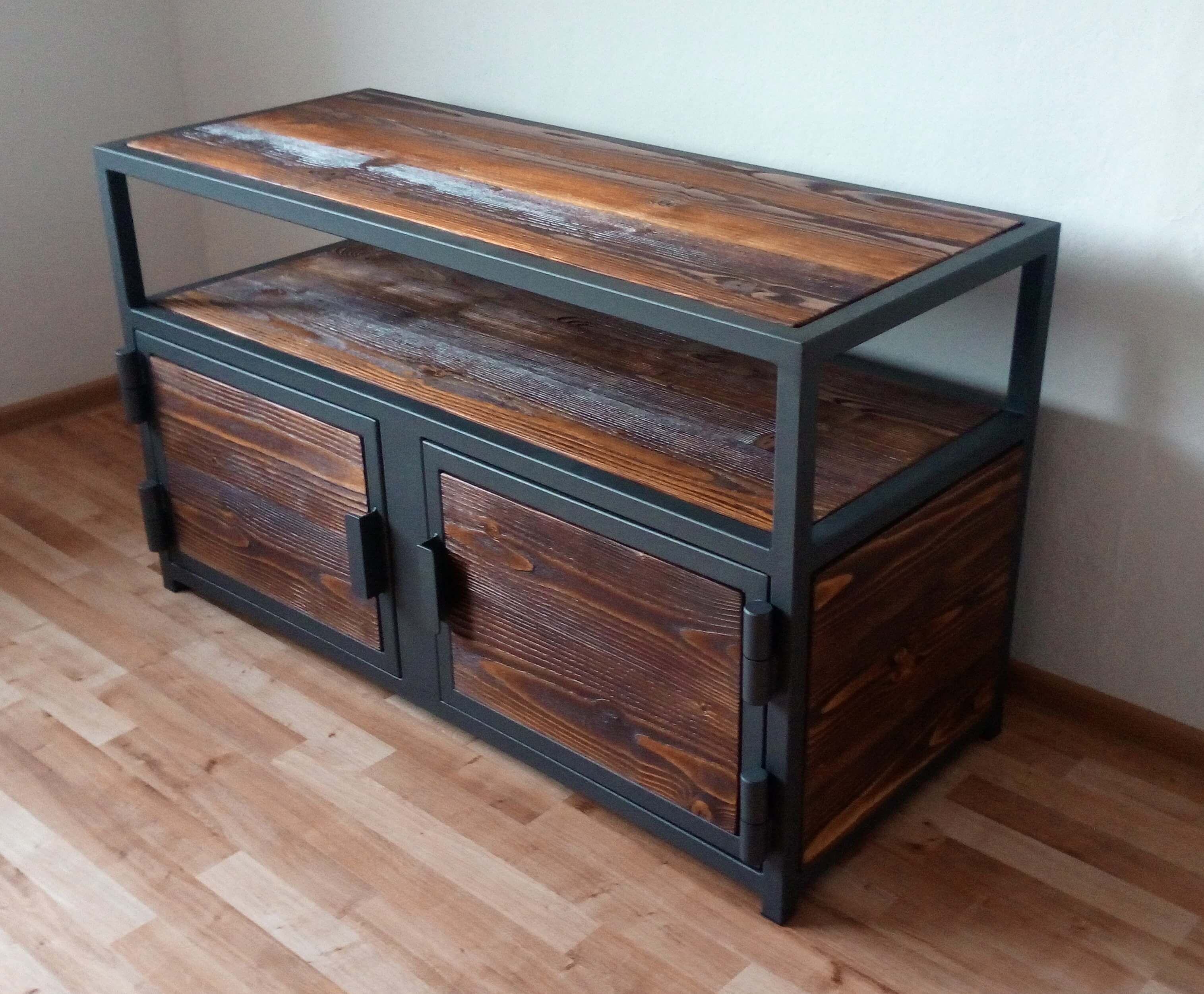 TV komoda, televízna komoda, kovová komoda, TV komoda z masívu, industriálna TV komoda, televizní komoda, TV komoda z masivu, industriální TV komoda TV chest of drawers TV Kommode TV table TV-Tisch
